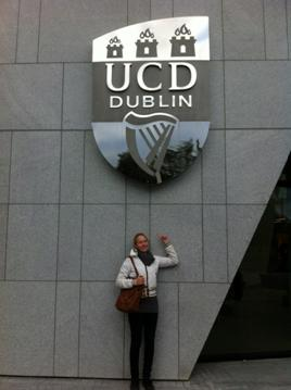 The obligatory photo for the folks, lest they forget where I study...